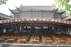 Wu Hou Ci Grand Stage also called Chengdu Old Stage is the most important and famous place to visit and enjoy opera in Chengdu because is part of a touristic complex built in memory of emperor Zhuge Liang and the prime minister of Shu.
